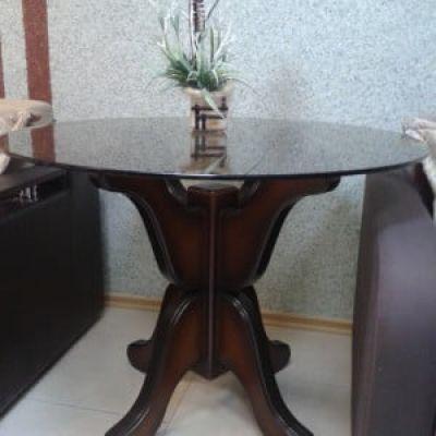 Стол со стеклянной столешницей Лотос